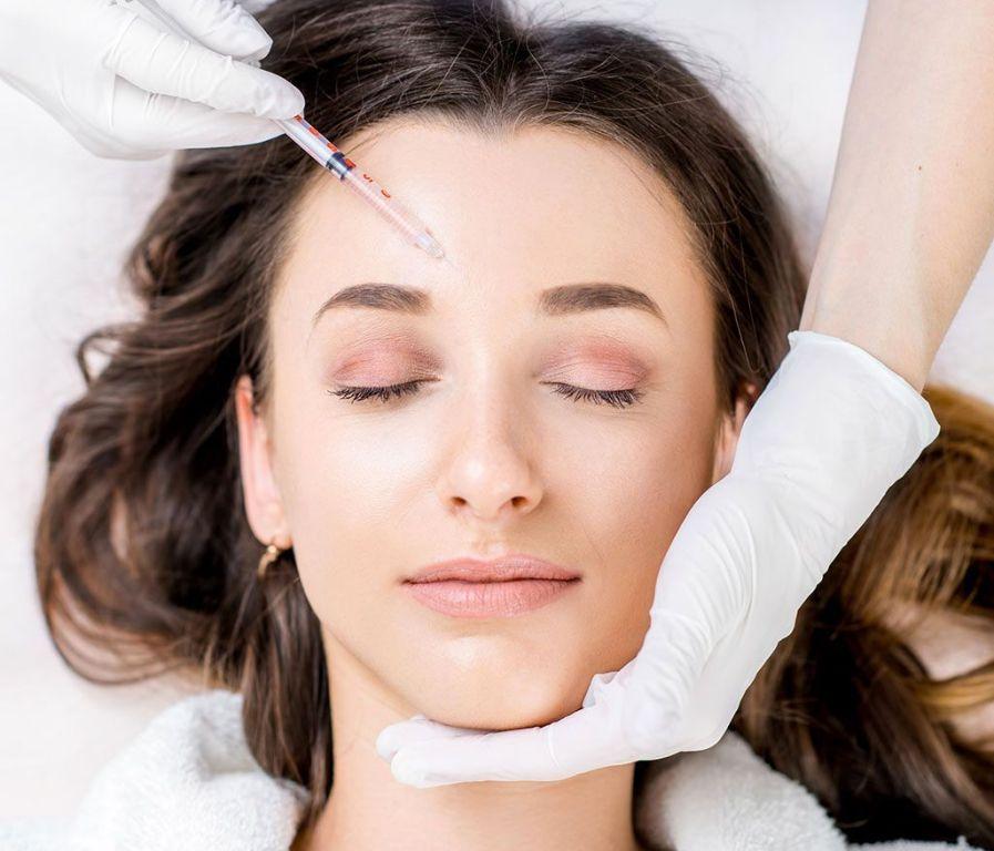 Le traitement des rides avec la chirurgie esthétique